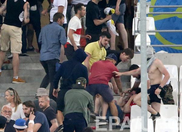 Драка болельщиков после матча Англия - Россия