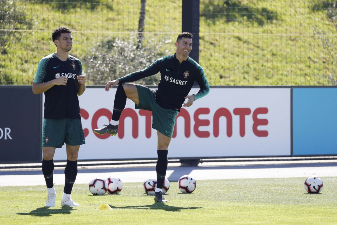 Криштиану Роналду на тренировке сборной Португалии