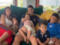 Роналду показал милое фото с празднования дня рождения детей