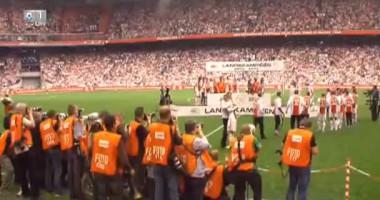 Игрок Аякса уронил чемпионскую тарелку