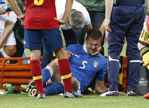 Италия остается вдесятером