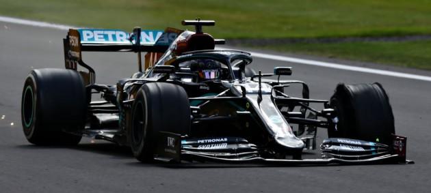 Хэмилтон драматично выиграл Гран-при Великобритании