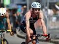 Британский спортсмен пронес на себе сломанный велосипед