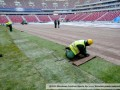 Фотогалерея: Посреди зимы. Укладка газона на стадионе в Варшаве