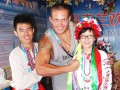 Усик научил китайцев танцевать украинский гопак (видео)