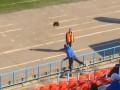 Российский фанат кинул петуха в тренера любимой команды