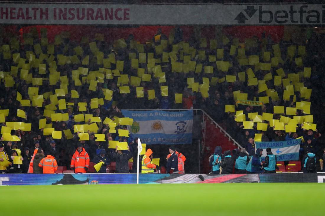 Болельщики окрасили стадион в желтый цвет