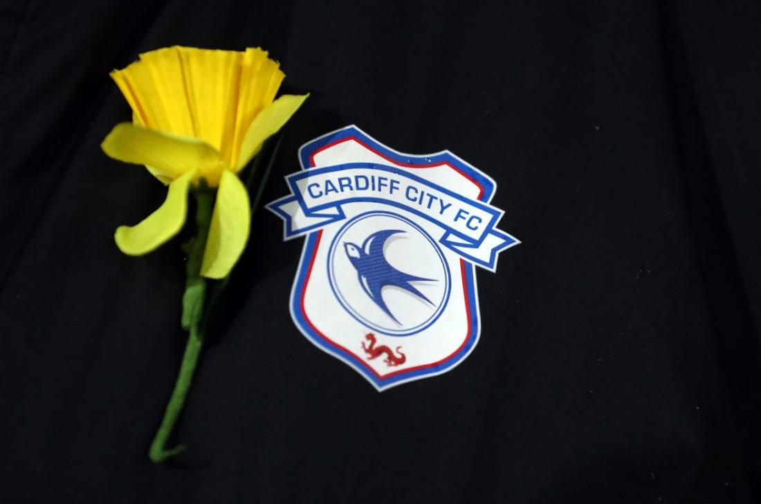 Кардифф дополнил форму желтым цветком в честь Салы