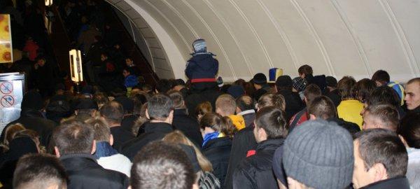 Станция метров Дворец Спорта за час до начала матча