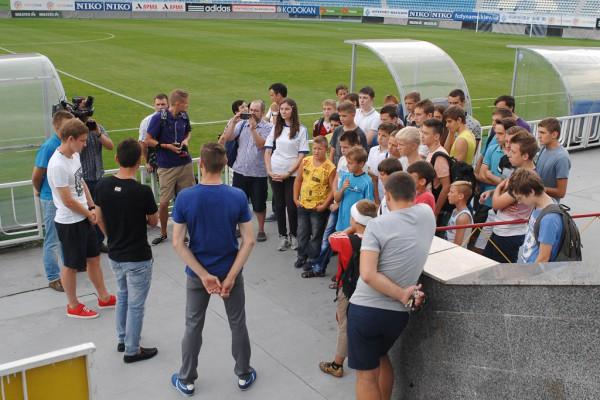 Игроки Динамо общались с юными болельщиками