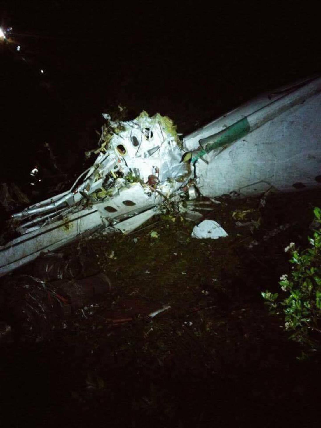 Самолет разбился в горной местности