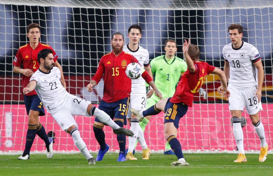 Испания обыграла Германию