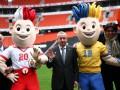 Талисманы Евро-2012 сыграли в футбол с мэром Донецка на Донбасс-Арене