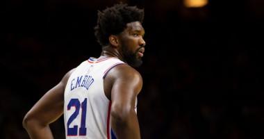 Эффектный и точный бросок Эмбиида спиной к кольцу - лучший момент дня в НБА