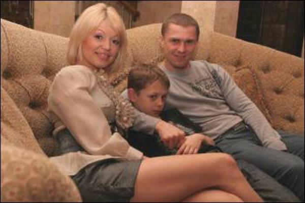 Жена Сергея Реброва, сын и сам футболист на семейной фотографии