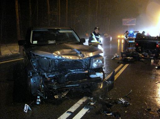 Разбитый Range Rover, который по информации СМИ принадлежит жене Реброва