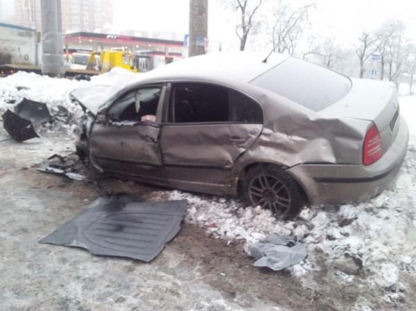 Майкон ударил машину на встречной полосе