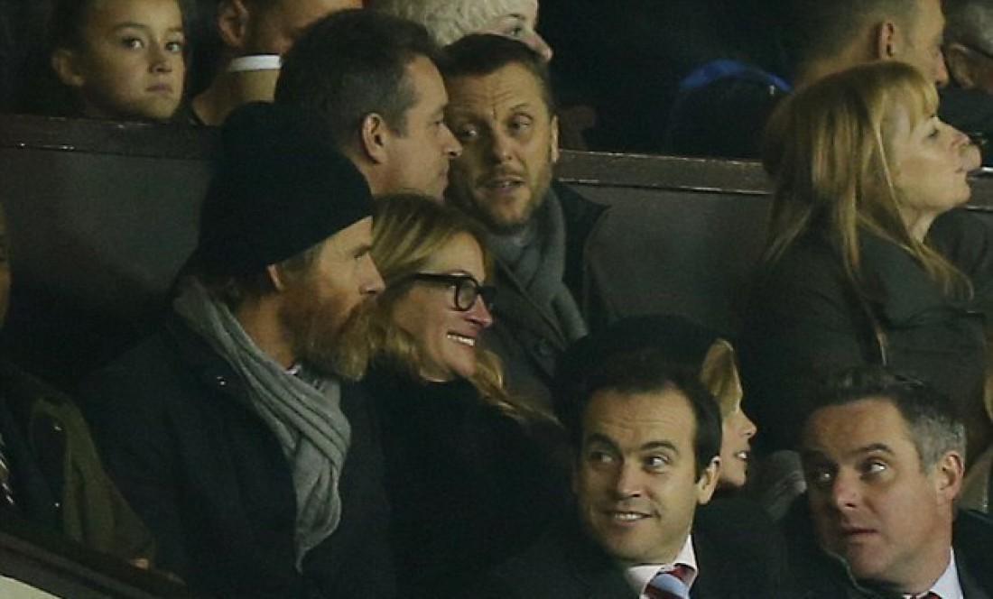 Джулия Робертс с семьей на стадионе Олд Траффорд