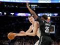 Проход и данк Порзингиса – лучший момент игрового дня в НБА