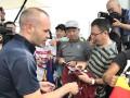 Японские фанаты встретили Иньесту в аэропорту