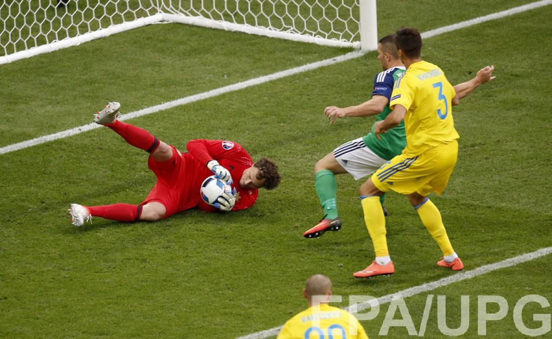 Андрей Пятов в матче против Северной Ирландии на Евро-2016