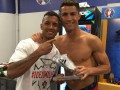 Роналду подарил Нани Серебряную бутсу Евро-2016