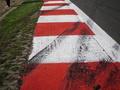 Пилоты Формулы-1 не довольны высотой поребриков на автодроме в Сильверстоуне