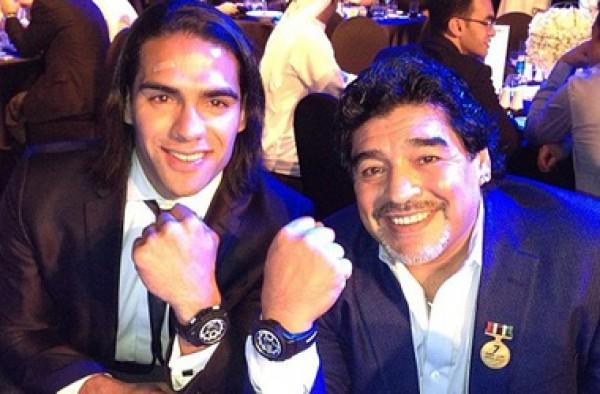 У Фалькао теперь есть именные часы Марадоны