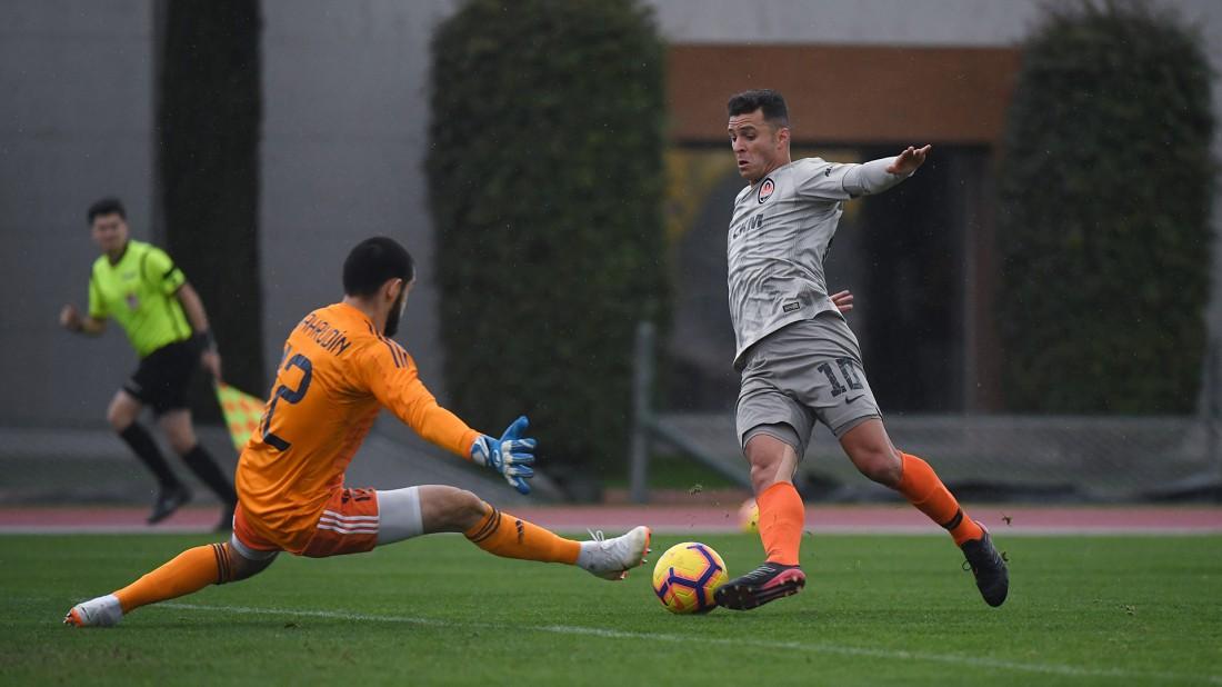 Жуниор Мораес забивает гол в ворота Карабаха