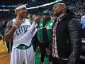 Мейвезер показал пачки денег, выигранные благодаря победе Бостона в НБА