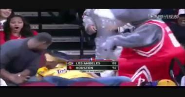 Талисман команды NBA с ненавистью разбил торт о лицо фаната