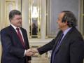 Порошенко пообещал фанатам, что не отдаст России футбольный Крым