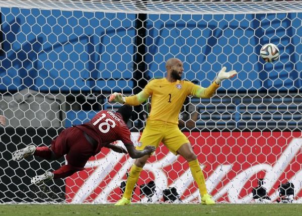 Голова Варелы оставляет Португалии шансы на плей-офф