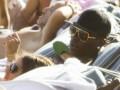 Сигареты и выпивка. Балотелли наслаждается отдыхом в Греции (ВИДЕО)