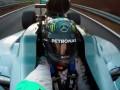 Нико Росберг сделал селфи за рулем на сумасшедшей скорости