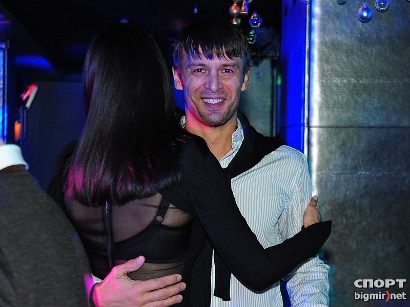 Танцы, обнимашки? Шовковский и Маша Ефросинина
