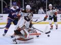 НХЛ: Детройт уступил Ванкуверу, Чикаго сильнее Вашингтона