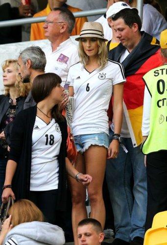 Лена Герке на футболе