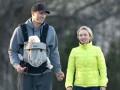 Кличко прогулялся со своей девушкой и маленькой дочерью