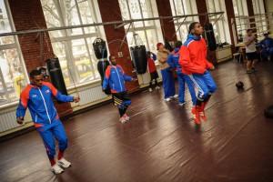 Кубинские боксеры перед встречей с атаманами потренировались с Ломаченко