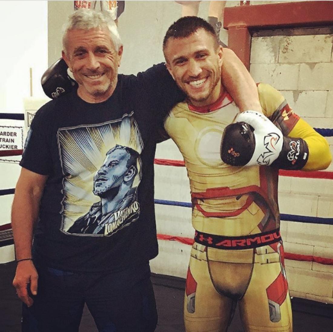 Ломаченко надел костюм железного человека