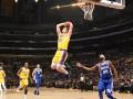 НБА: Лейкерс разгромно проиграл Филадельфии, Сан-Антонио вырвал победу у Финикса