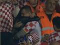 Хорватский болельщик сделал предложение украинке во время матча Хорватия – Украина