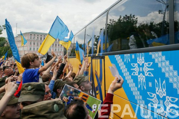 Украинские фанаты провожают сборную на Евро-2016