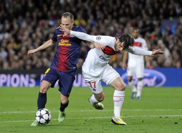 Матч Барселона - ПСЖ проходил в борьбе