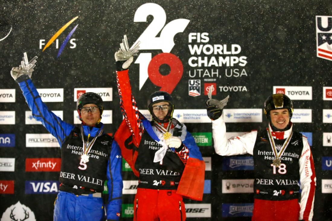 Александр Абраменко (слева) завоевал второе место на ЧМ