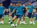 Роналду зарядил мячом в человека на тренировке Реала, но сразу извинился ценным подарком