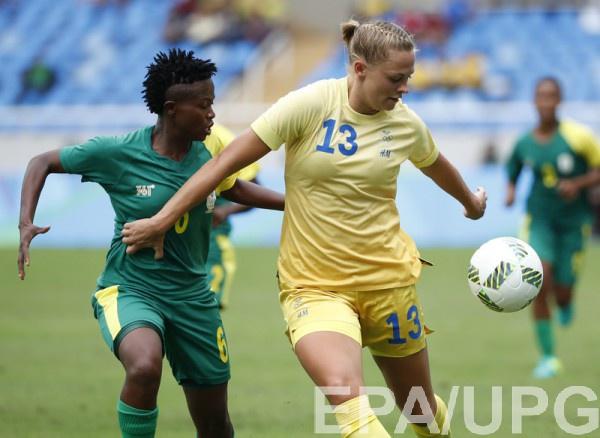 Шведские футболистки стартовали с победы
