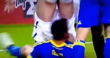 Джеко во время матча стянул шорты с соперника за что был удален арбитром