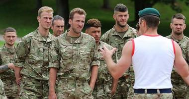 Сборная Англии тренируется с морпехами